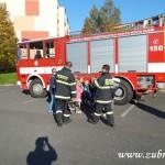 Hasičské cvičení v mateřské škole na sídlišti v Zubří 10.2014 0011