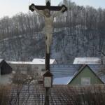 Kříž u kostela