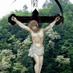 Ukřižovaný Kristus u kostela