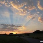 Večerní obloha nad Příčnou ulicí
