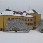 Škola v bílém